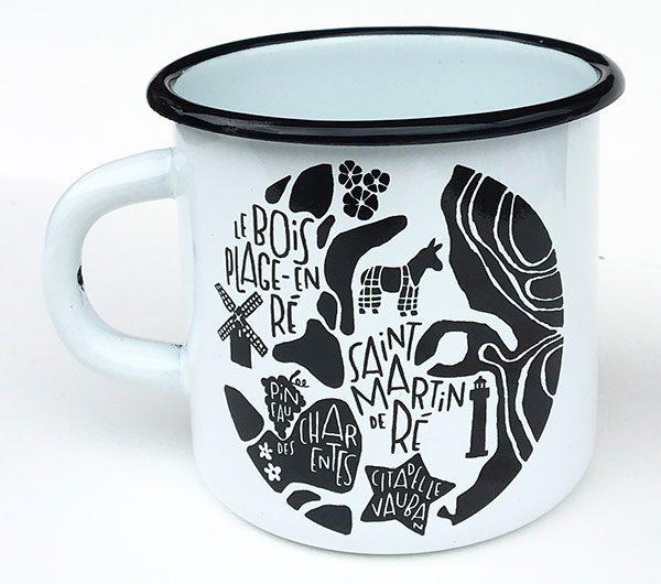 plan de ville de l'Île de Ré illustré sur un mug émaillé