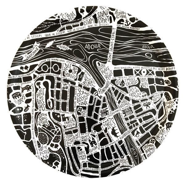 Plan de ville de Bayonne illustré sur un plateau rond